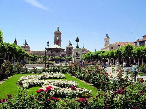 Plaza de cervantes culturalcal for Oficina de turismo alcala de henares